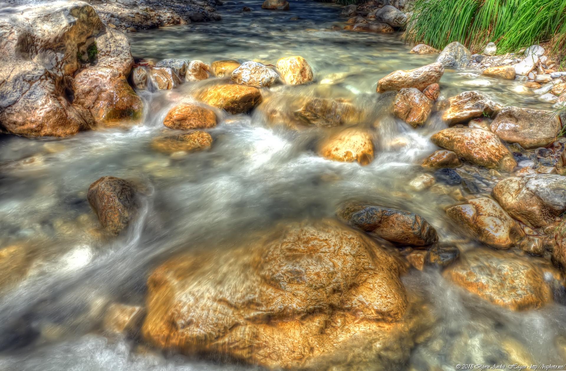 Rio Chillar canyon stones