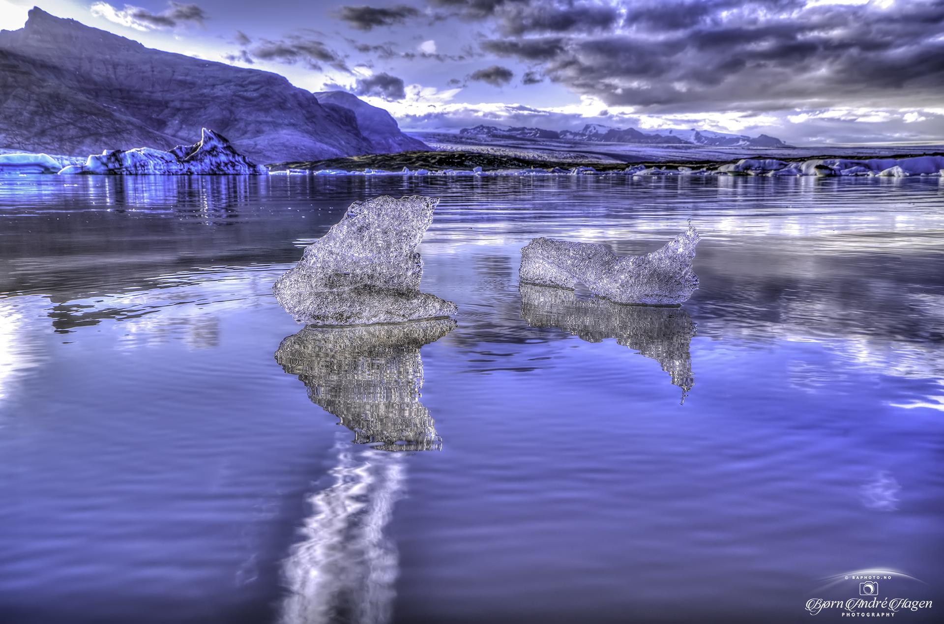 Glacier lagoon small icebergs